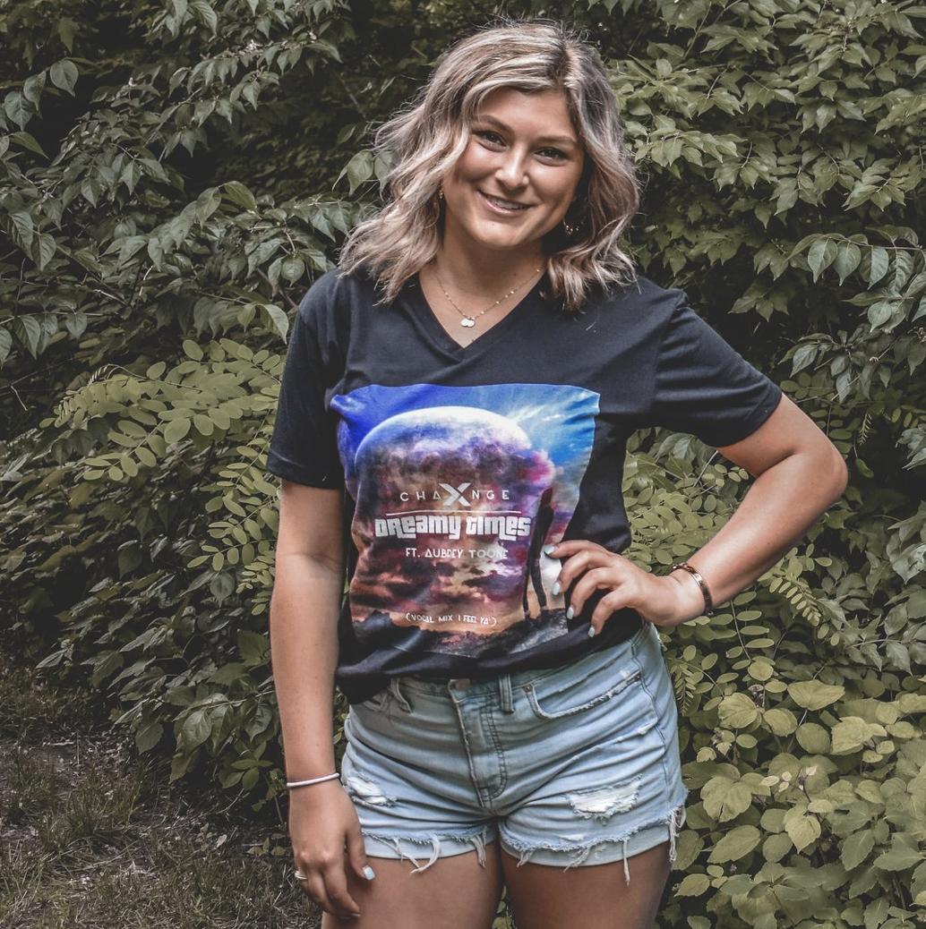 Dreamy Times T-shirt Black feat. Aubrey Toone